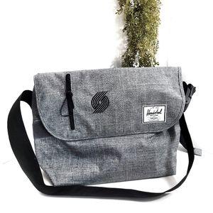 Herschel Odell Trailblazers Large Messenger Bag